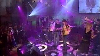 Noel Gallagher (Oasis), Ron Wood, Róisín : All You Need Is Love (Lennon Tribute 2000)