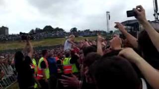 Prodigy keith flint on the crowd! @ slane