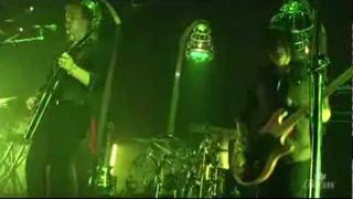 Queens of the Stone Age - Burn the Witch (live @ The Guvernment, 2007) *HQ*