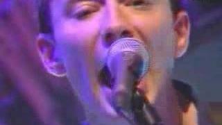 Radiohead - Airbag (Live @ Jools Holland 1997)
