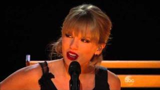 """""""RED"""" tak jak ji neznáte - akusticky na předávání CMA Awards 2013 společně s Alison Krauss, Vincem Gillem a dalšími"""