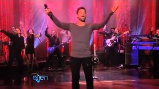 Ricky Martin Performs 'Cup of Life'