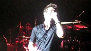 Robin Thicke sings Human Nature as a tribute to Michael Jackson