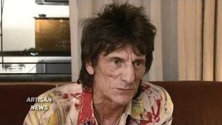 RONNIE WOOD GIVES ROLLING STONES UPDATE, GETS THUMBS UP FROM ROD STEWART