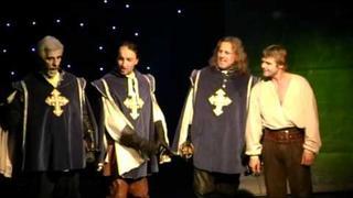 """Sestřih z muzikálu """"Tři mušketýři"""" v Divadle Hybernia"""