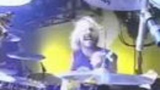 Taylor Hawkins & Dave Grohl Drum Solo