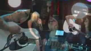 "Terri Nunn of Berlin & Dave Navarro Perform ""Magic"""