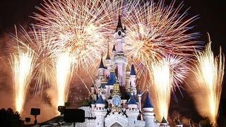 The 2011 Walt Disney World Christmas Holiday Wishes Fireworks Show (in HD)