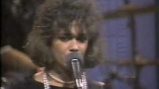 "The Bangles ""Hero Takes a Fall"" (Live)"