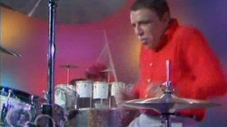 The Muppet Show - Buddy Rich vs Animal Drum Battle