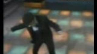 Tom Jones dances like HELL! (Treat her right, 1968)