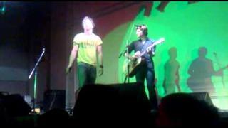 Tomáš Klus a Jiří Kučerovský - Jihlava - Ať slunce pálí do písku + Techno music