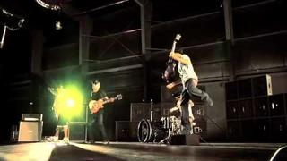 """Travis Barker """"Carry It """" Behind the scenes"""