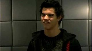Twilight's Taylor Lautner Rocks Out