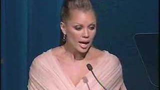Vanessa Williams accepts Human Rights Campaign Award